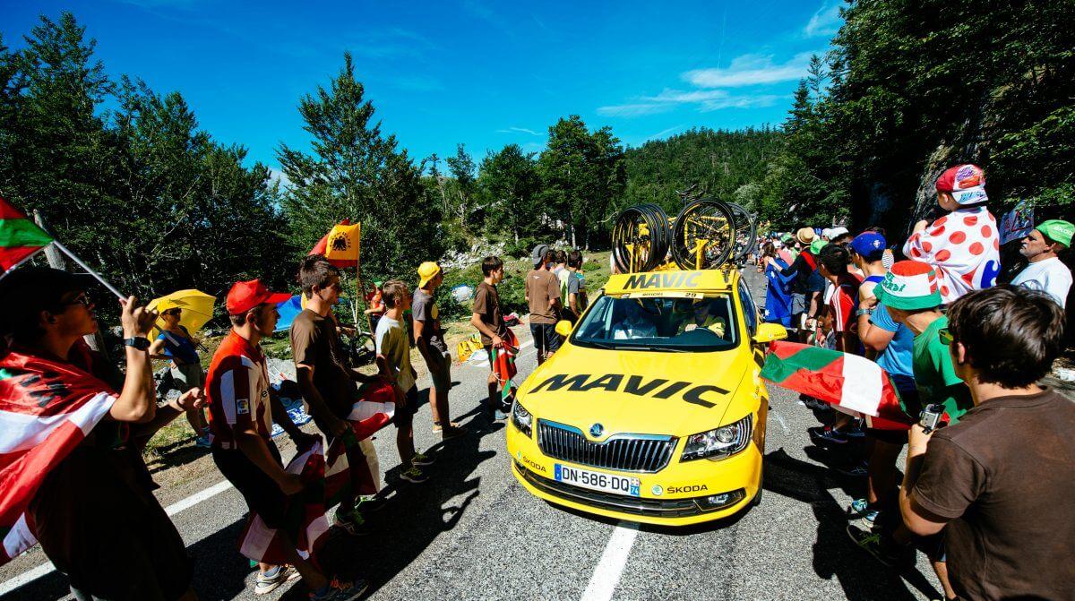 黄色のMAVICカーは目立ちます