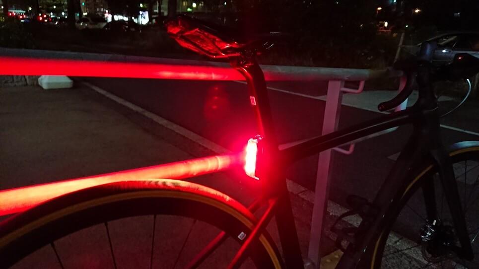 ライト点灯FLUX 250R TAIL LIGHT